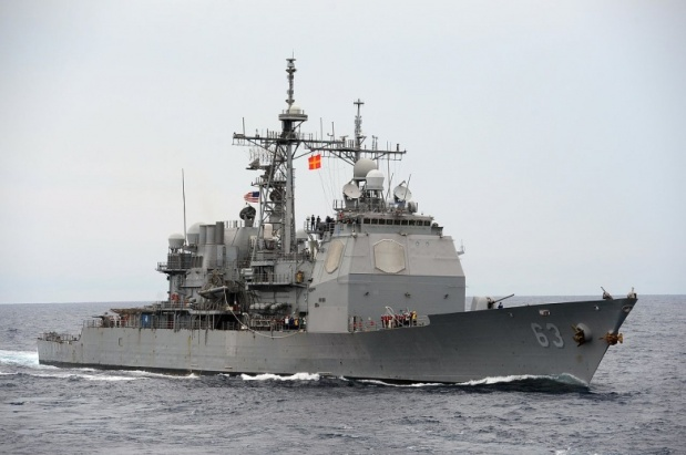 1280px-USS_Cowpens_underway_in_the_South_China_Sea._(10476775924)
